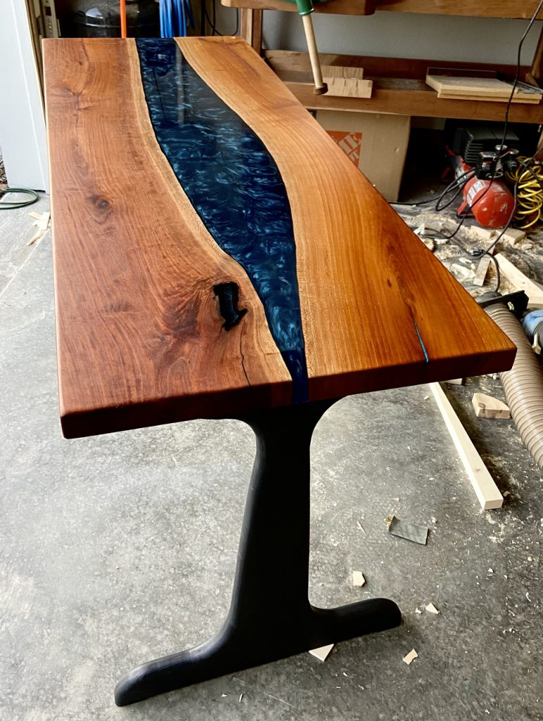 Robert's DIY river desk made from cherry wood and epoxy